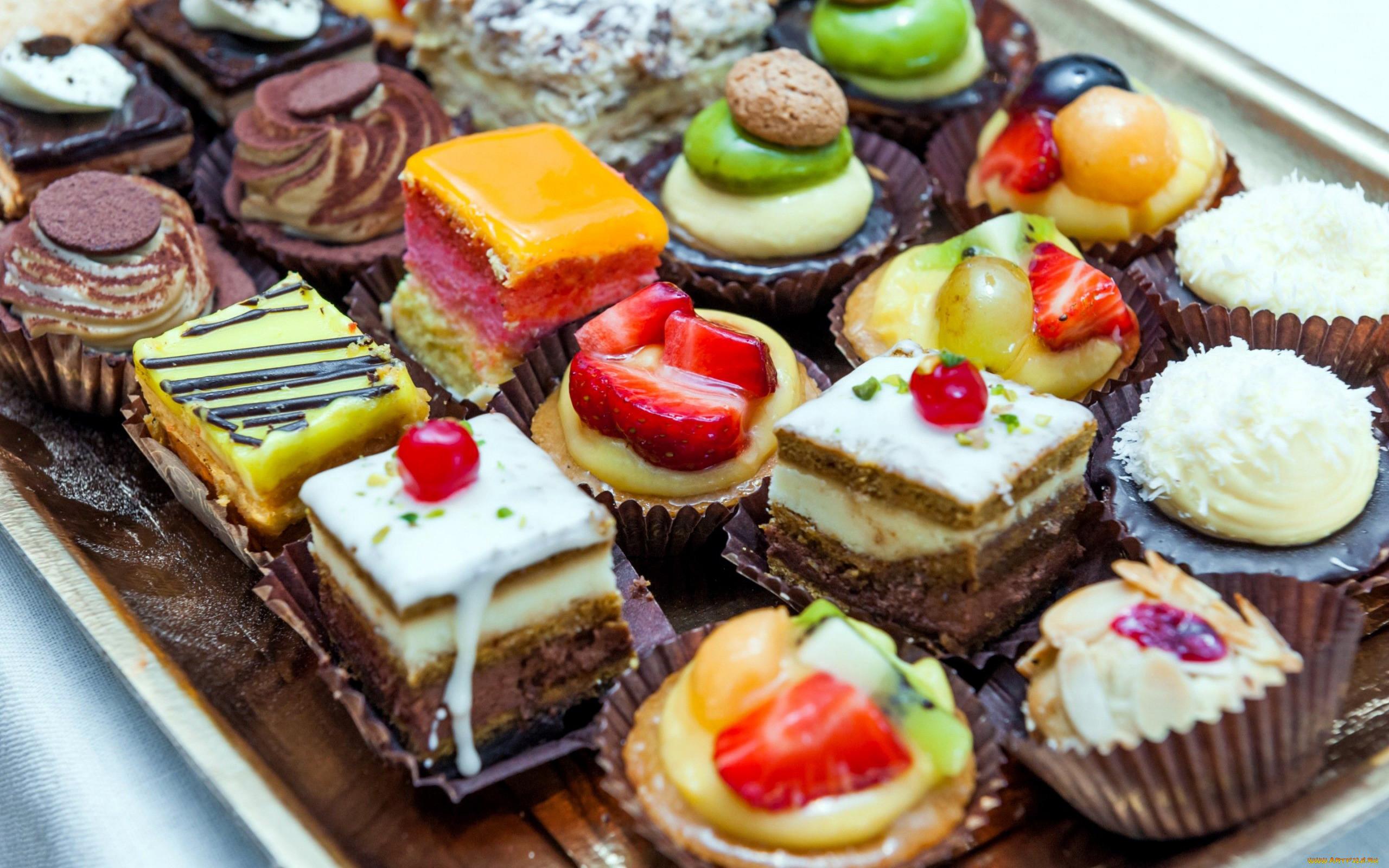 Картинки на пирожных